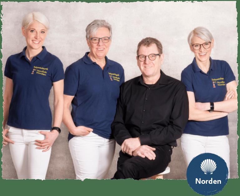 Geschäftsleitung Wiese mit Familie und Logo vom Standort Norden.
